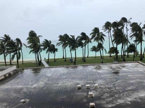 グアム 慰安旅行 台風